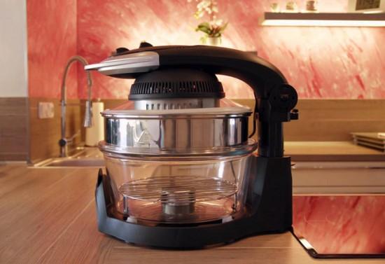 Во врем приготовления пищи нельзя прикасаться к стеклянной колбе