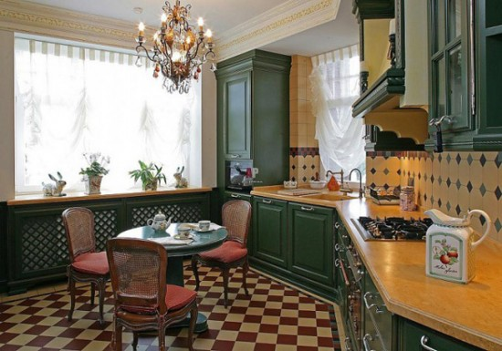 Кухня в английском стиле просто не может обойтись без керамических вазонов, кувшинов и чашек