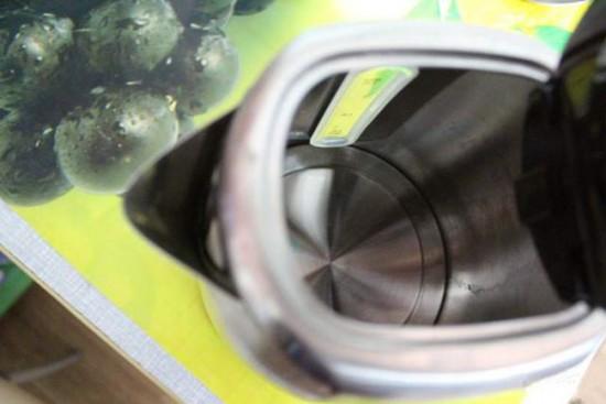 Чайник с закрытым нагревательным элементом