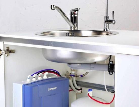 Многоступенчатый фильтр и отдельный кран для очищенной воды