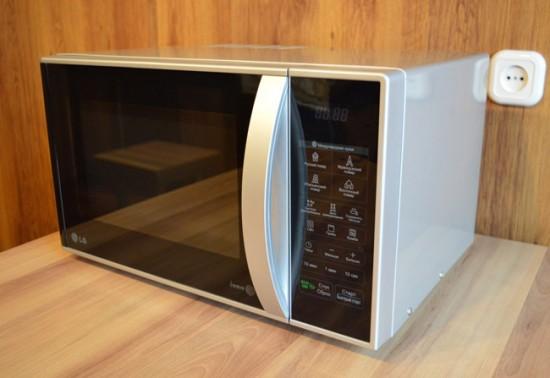 Микроволновая печь с грилем LG MB-4342 BS