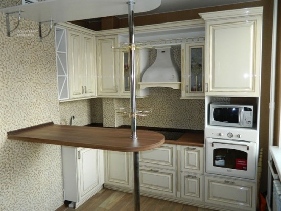 Компактная барная стойка в маленькой кухне