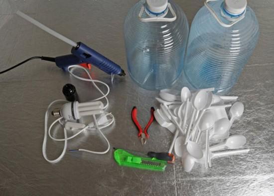 Материалы для создания люстры из пластиковых ложек