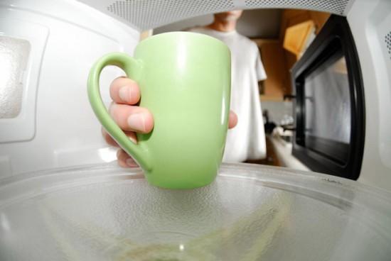 Используйте только специальную посуду для микроволновки
