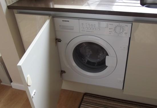 Крепления на фасаде встраиваемой стиральной машины
