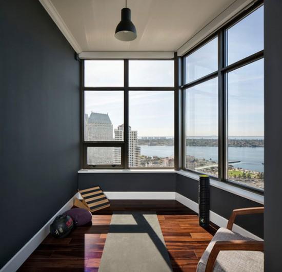 Создание индивидуального зала для йоги на балконе потребует только утепления пола