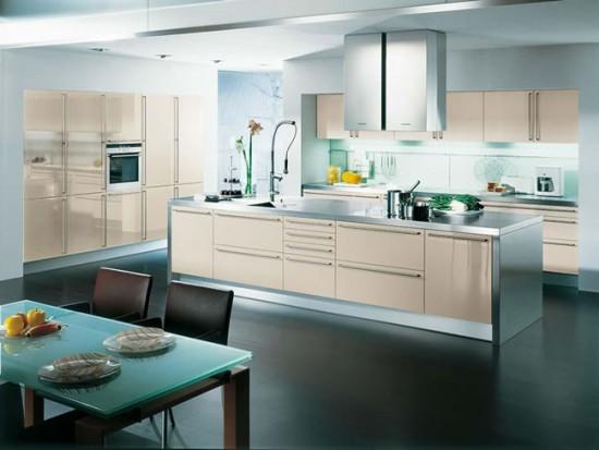 Кухня-столовая в черно-белых тонах
