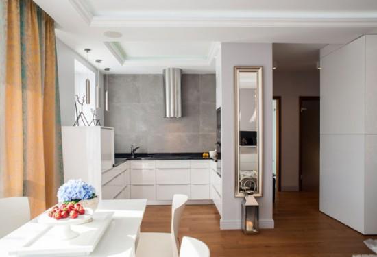 Объединив кухню с гостиной, можно выиграть немного свободного пространства за счет сноса стен