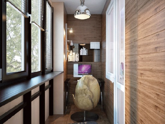Если квартира маленькая, можно использовать балкон как рабочую зону или зону отдыха