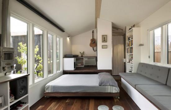 В дизайне маленькой квартиры лучше отказаться от темных цветов отделки