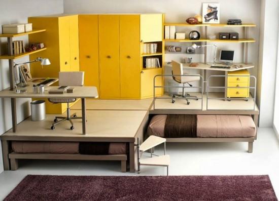 Подиум в комнате, скрывающий спальное место