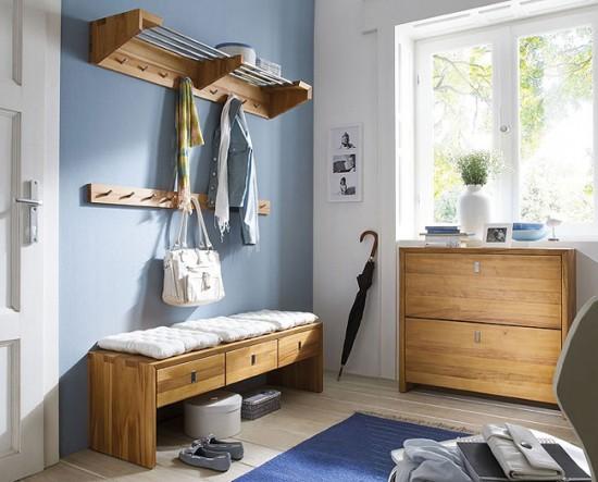Квадратная прихожая позволит разместить больше шкафчиков и тумбочек