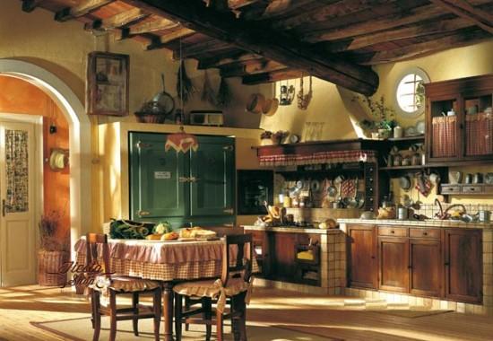 Высокое помещение часто декорируют деревянными балками под потолком