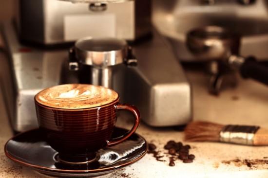 Автоматическая кофеварка может готовить от одного до нескольких видов кофейных напитков