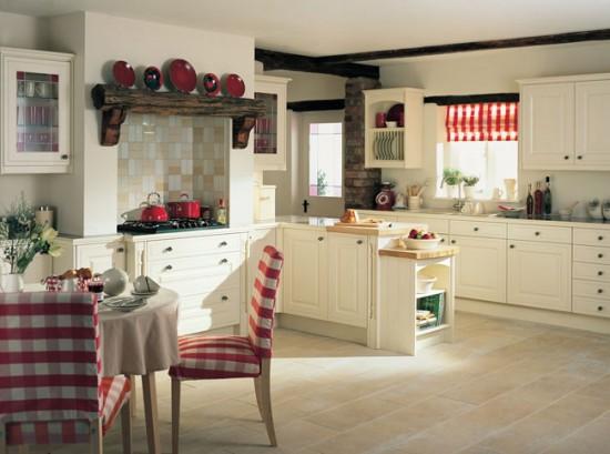 Сочетание красного, белого и черного цветов в интерьере деревенской кухни