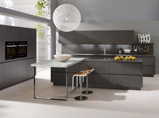 Серый цвет в интерьре кухни смотрится очень благородно