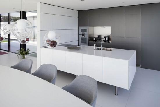 В современной кухне каждый сантиметр площади задействован с пользой