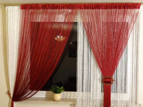 Такими шторами можно не только украсить окно, но и зонировать помещение