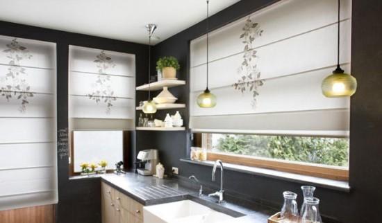 Очень удобны на кухне римские шторы