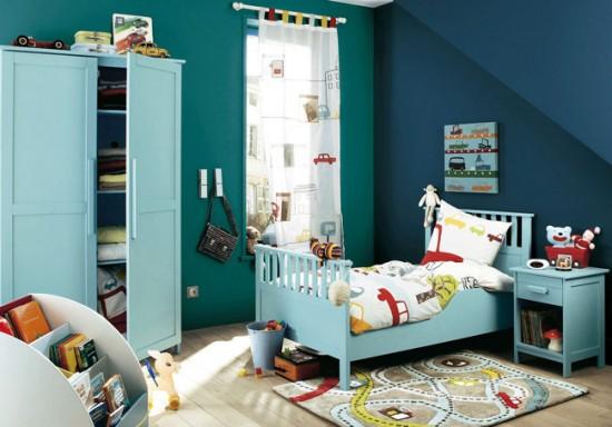 Комната мальчика - шторы с изображением машинок
