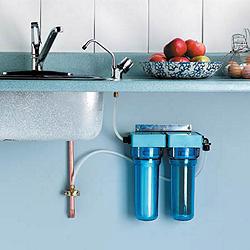 ustanovka-filtra-dlya-vody-pod-mojku-1