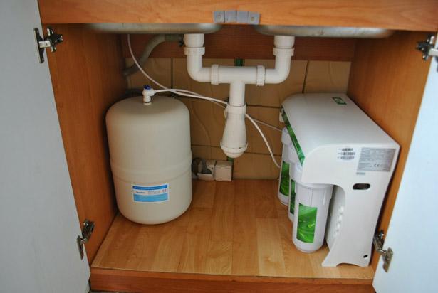 ustanovka-filtra-dlya-vody-pod-mojku-14
