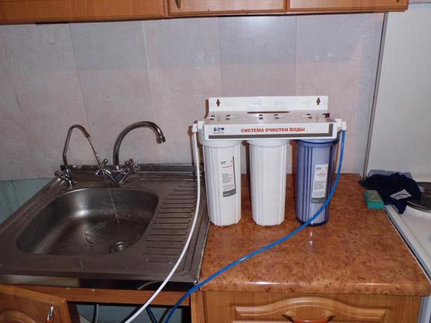 ustanovka-filtra-dlya-vody-pod-mojku-17