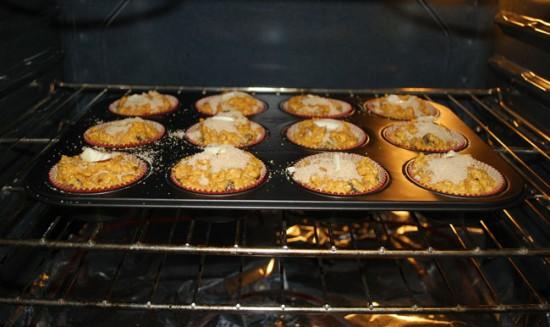 Перед первым приготовлением пищи в новой духовке, тщательно помойте ее