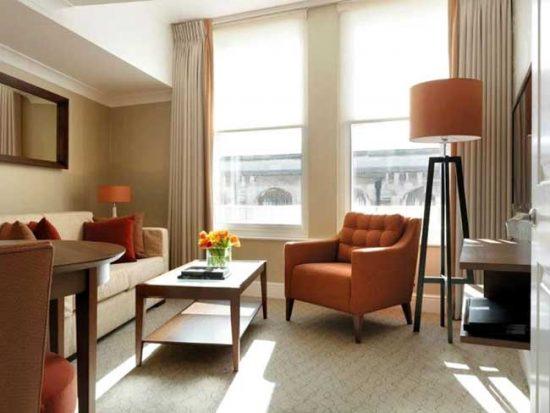 Предусмотрите несколько источников света в каждой комнате