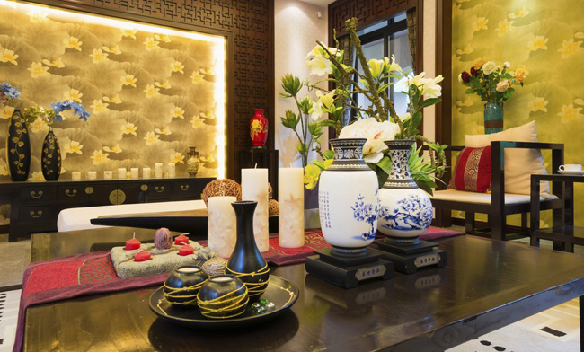 Фарфоровые чаши и вазы становятся акцентом интерьера