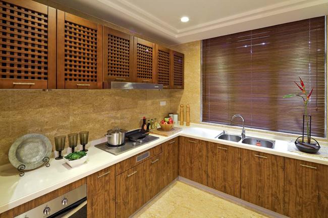 Рулонные шторы в интерьере кухни в китайском стиле