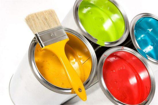 Чтобы придать краске нужный оттенок, добавляют специальный тонер