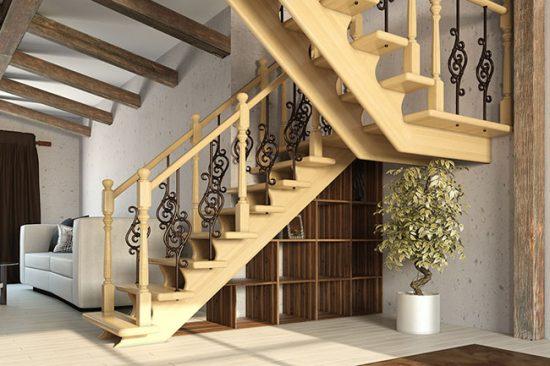 Деревянная лестница с коваными элементами