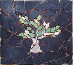 mozaika-iz-bitoj-plitki-svoimi-rukami-1