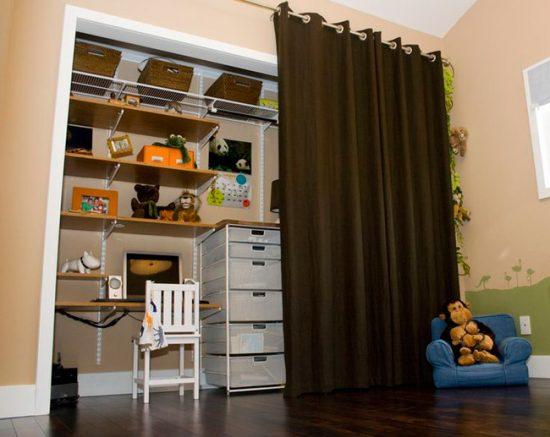 Для декорирования можно использовать штору