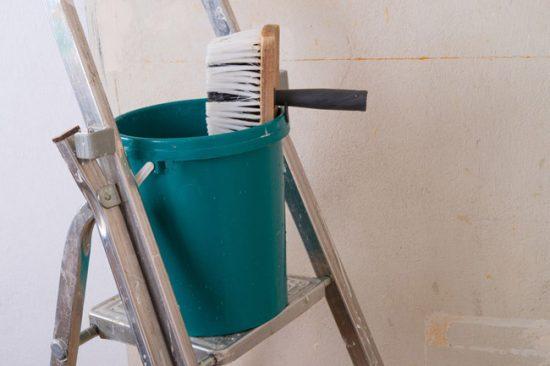 Перед наклеиванием пробкового покрытия обязательно подготовьте стены