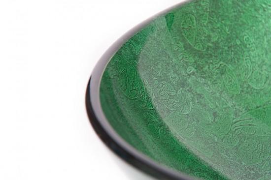 Для стеклянной раковины подойдут любые моющие средства без абразивных частиц