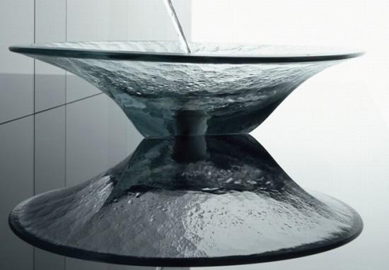 Стеклянная раковина с глянцевой поверхностью