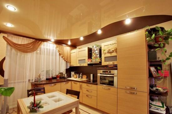 Для очистки натяжного потолка подойдут только мягкие ткани