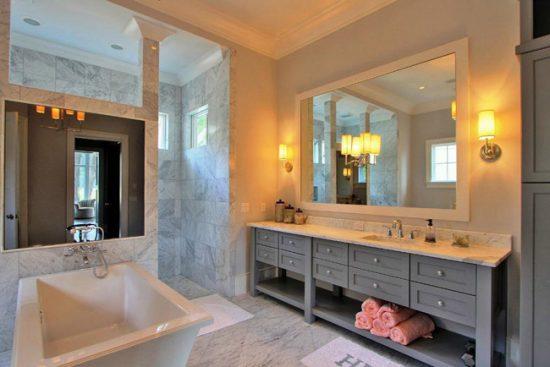 Бра для подсветки зеркала в ванной