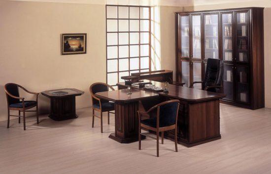 Интерьер кабинета лучше оформлять в спокойных тонах