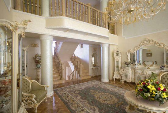 Для создания интерьера в стиле барокко необходимо большое пространство