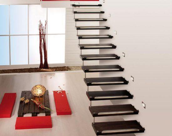 Металлическая лестница лестница на больцах