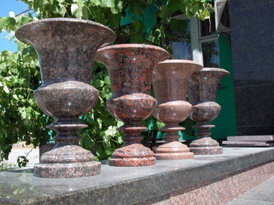 Напольная ваза из камня