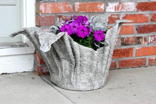Кашпо из ткани и цемента