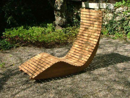 Кресло-качалка станет любимым местом отдыха в саду