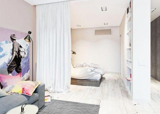 Зону спальни можно отделить шторой