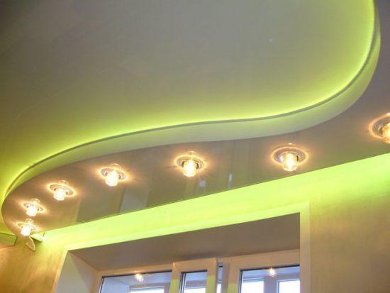 Потолок со встроенной подсветкой