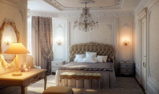В дизайне классической спальни используйте лепнину