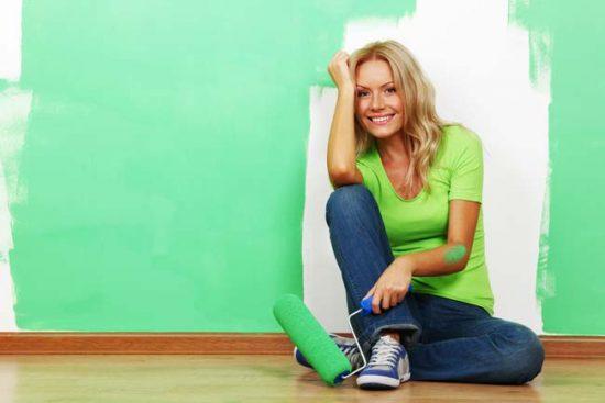 Перед тем как окрашивать всю стену, сделайте выкраску